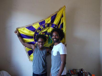 O figurinista Diogo Porthella à esquerda e Pedro Bárbara, coreógrafo da Comissão de Frente