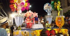 Nacao-Insulana-homenageou-Tia-Surica-da-Portela-em-seu-desfile-700x367