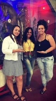 Da esquerda à direita: Presidente Lorraine Rosa, Rainha de Bateria Marcilene Moraes e Vice-Presidente Roberta Rosa